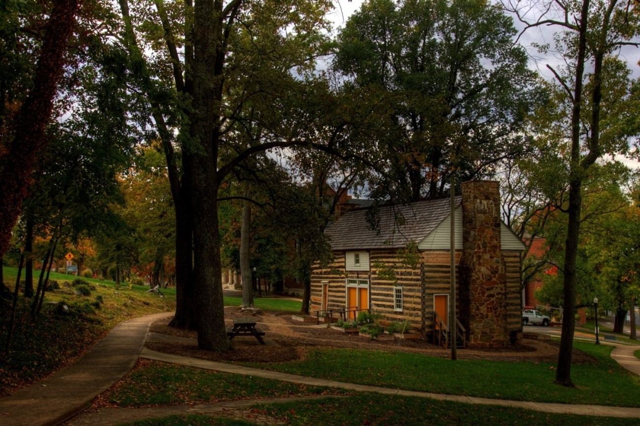 The Felts Log House sits next to the Kentucky Library & Museum on Western's campus.