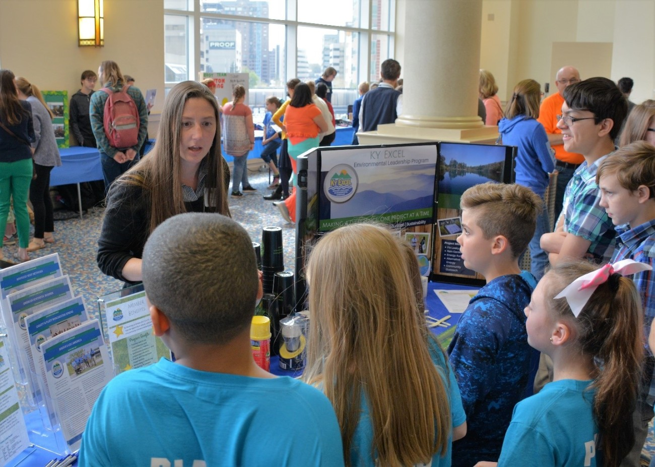 Robyn Whitted discusses the KY EXCEL program with students from the Shepherdsville Elementary School.